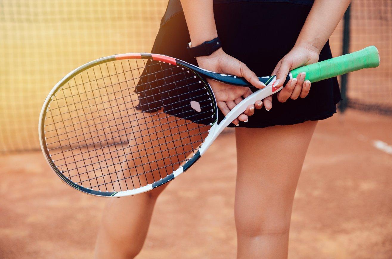 внутреннее фото с теннисной ракеткой так